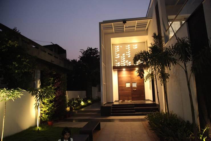 'E' - House:  Houses by studioPERCEPT