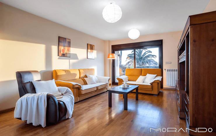Salas / recibidores de estilo  por MORANDO INMOBILIARIA