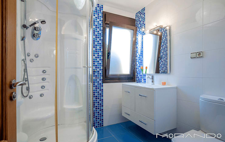 Phòng tắm by MORANDO INMOBILIARIA