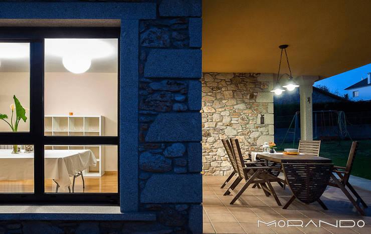 Casas de estilo  por MORANDO INMOBILIARIA