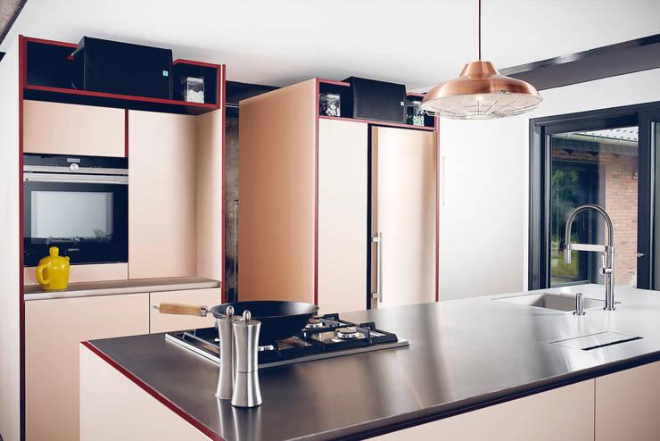 MEHR ALS KÜCHE: moderne Küche von hysenbergh GmbH
