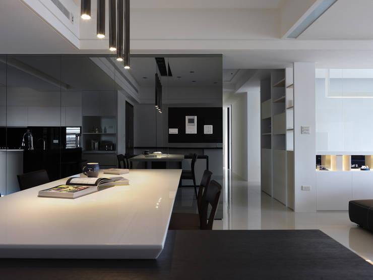 Dining room by 倍果設計有限公司, Modern