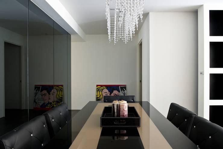 黑與白:  餐廳 by 倍果設計有限公司