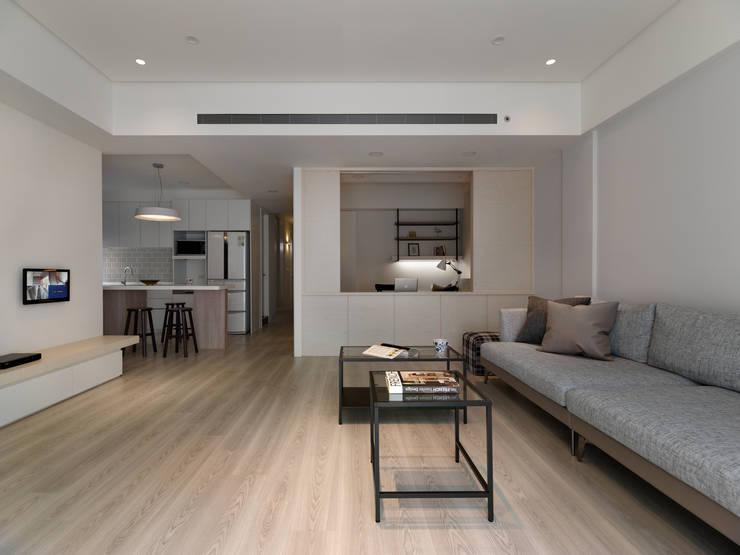 淨與靜:  客廳 by 倍果設計有限公司