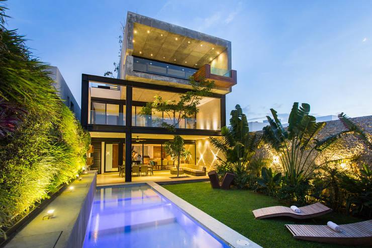 บ้านและที่อยู่อาศัย โดย LUMINICA Iluminación, ผสมผสาน คอนกรีต