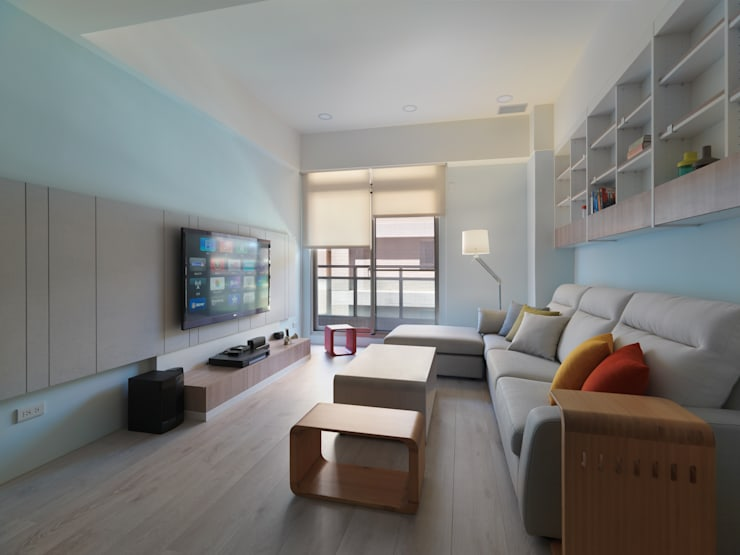繽紛:  客廳 by 倍果設計有限公司