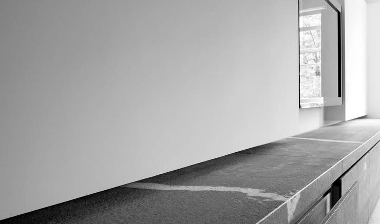 Cabinet Living Room:  Woonkamer door Jen Alkema architect