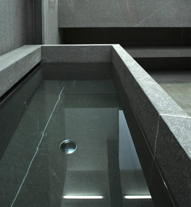 Bath:  Badkamer door Jen Alkema architect
