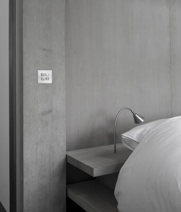 Detail Bed:  Slaapkamer door Jen Alkema architect