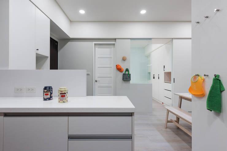 清新自然居:  廚房 by 倍果設計有限公司