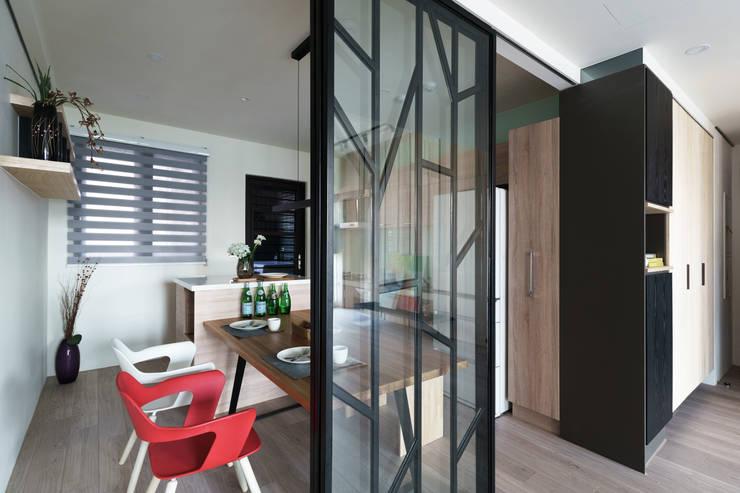 Dining room by 羽筑空間設計