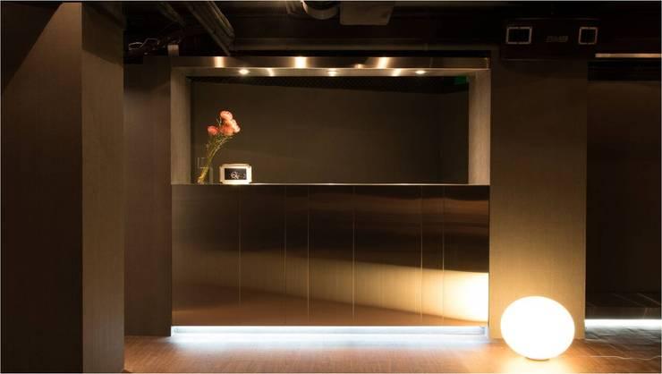 招待所:  餐廳 by 木皆空間設計