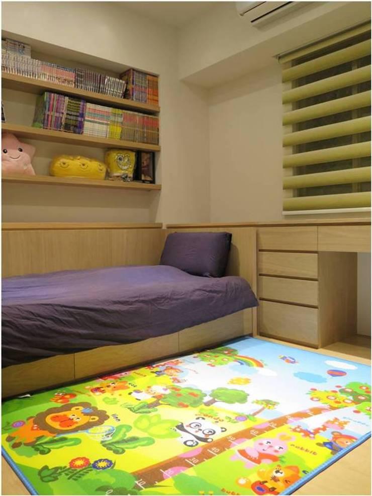 桃園陳宅:  嬰兒/兒童房 by 木皆空間設計