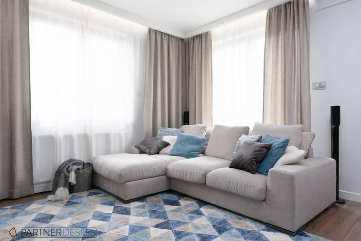 Apartament Dąbie: styl , w kategorii Salon zaprojektowany przez Partner Design