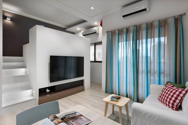 Phòng khách by 倍果設計有限公司