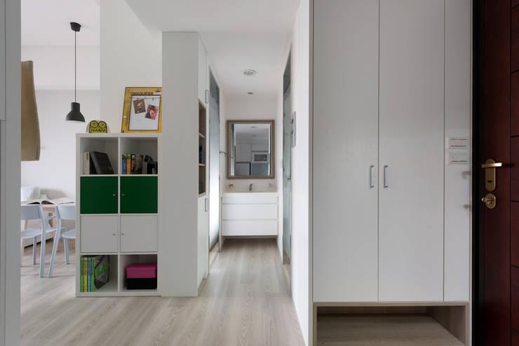 1+1複層趣:  走廊 & 玄關 by 倍果設計有限公司