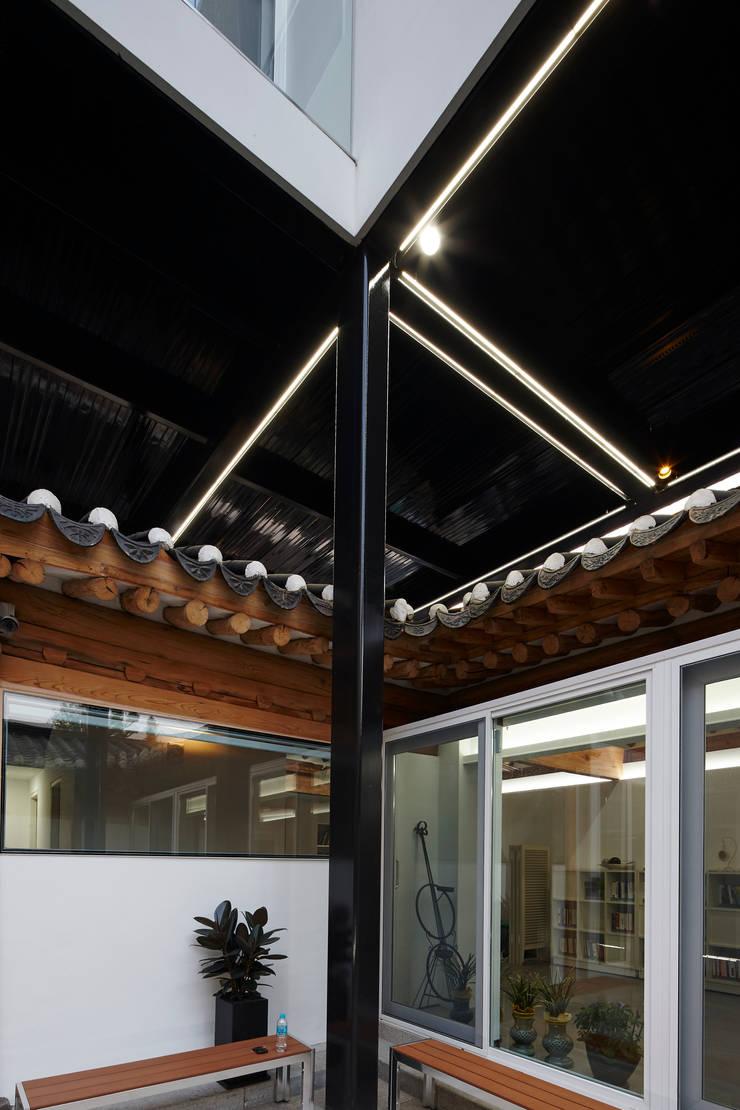 한옥이 가지는 구조적 한계: CoRe architects의  주택