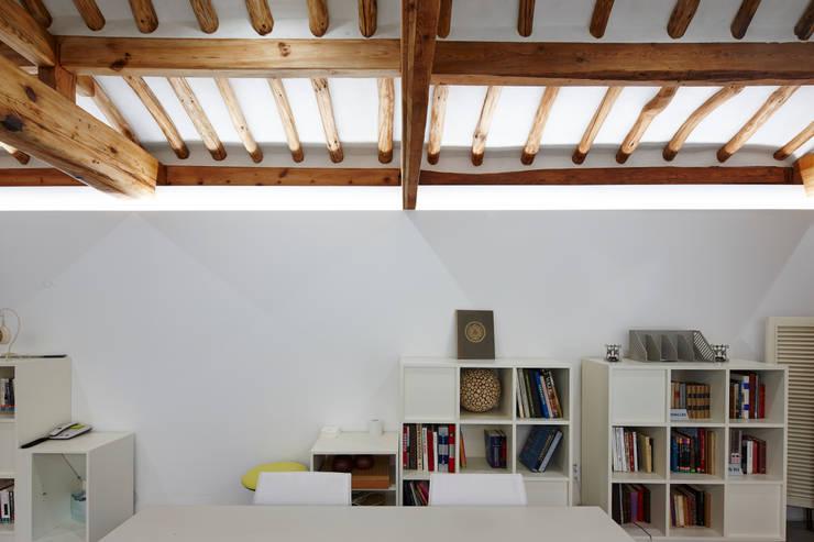 새로운 가능성: CoRe architects의  거실