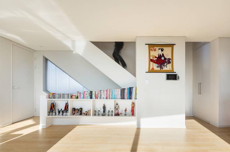 속초 상상가: CoRe architects의  거실
