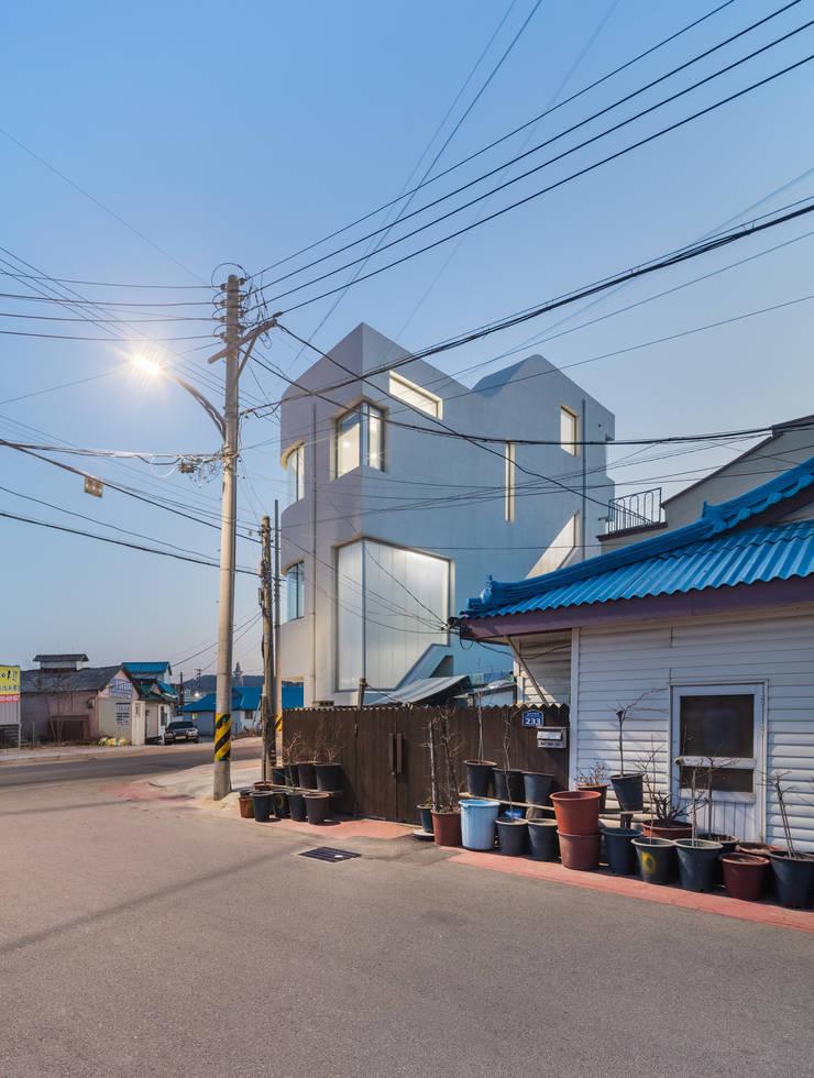 속초 상상가: CoRe architects의  주택