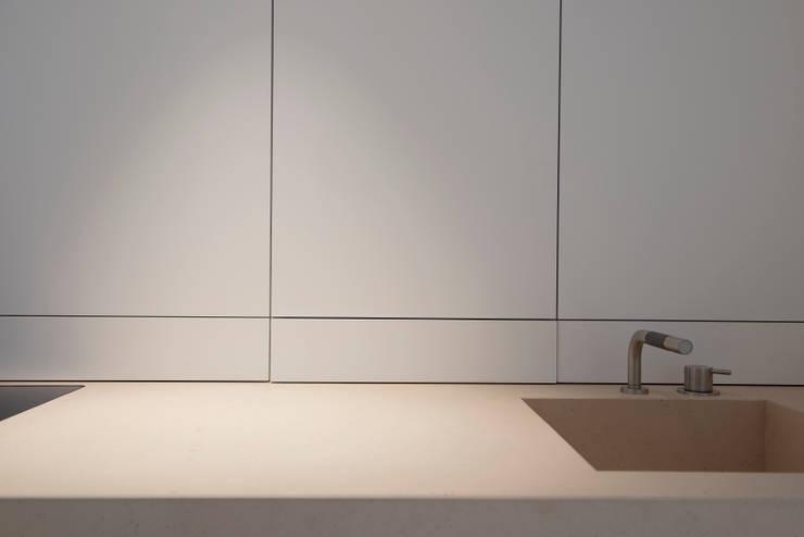 Detail Kitchen Worktop:  Keuken door Jen Alkema architect