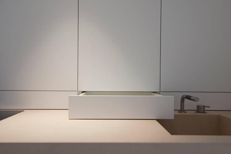 Detail Kitchen Cabinet:  Keuken door Jen Alkema architect