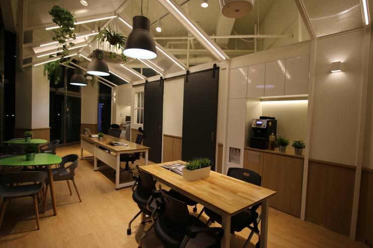 House Developer Office: 길 디자인 스튜디오 GIL DESIGN STUDIO의  회사