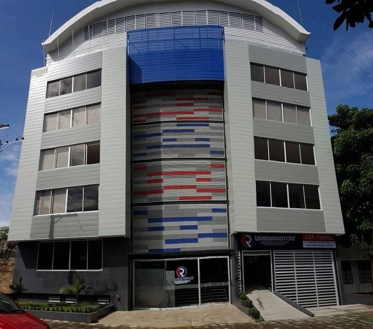 Fachada: Casas de estilo  por Lina Rosas Diseño Interior