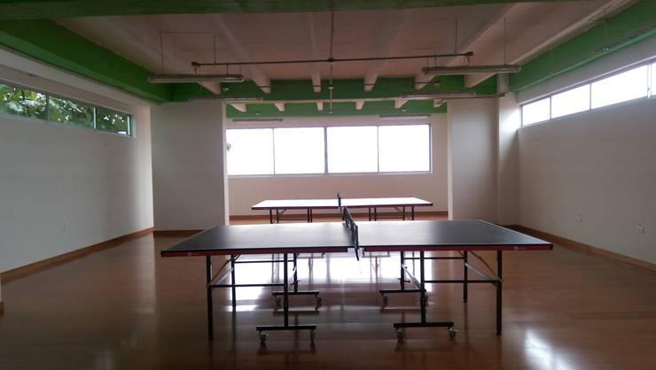 Sala de juegos: Gimnasio de estilo  por Lina Rosas Diseño Interior