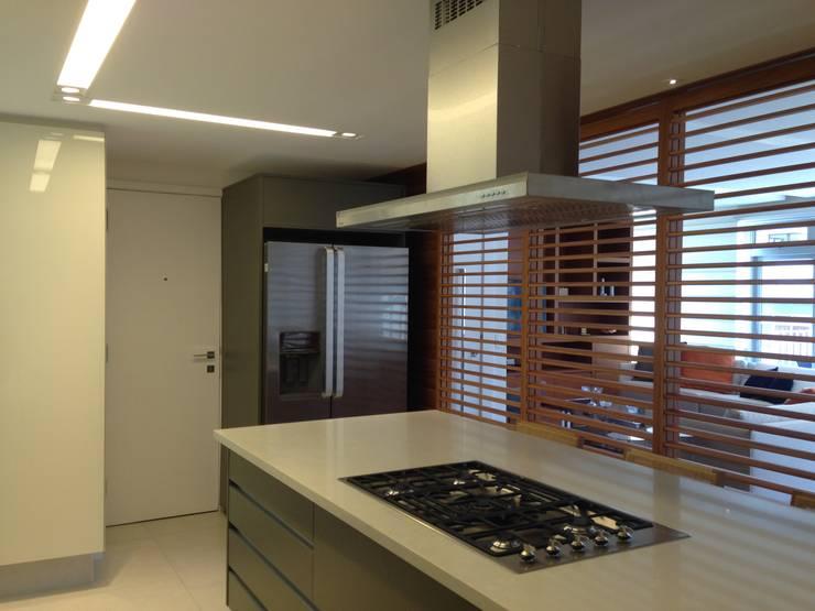 Küche von daniela kuhn arquitetura