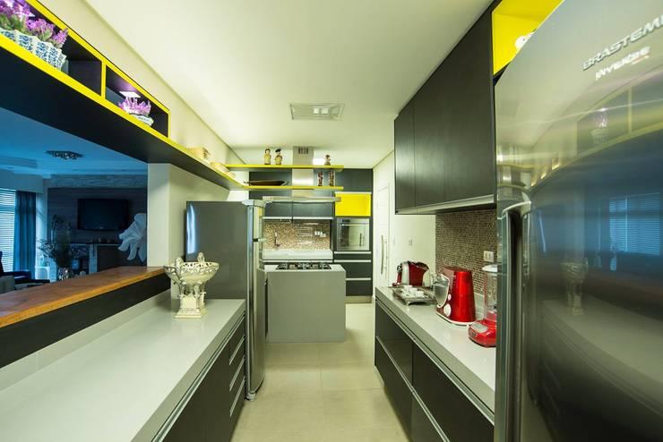 Cozinha moderna: Cozinhas  por Nadia Takatama arquitetura e interiores