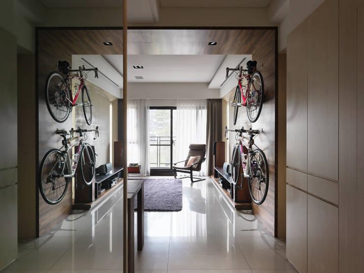 Couloir, entrée, escaliers modernes par 星葉室內裝修有限公司 Moderne