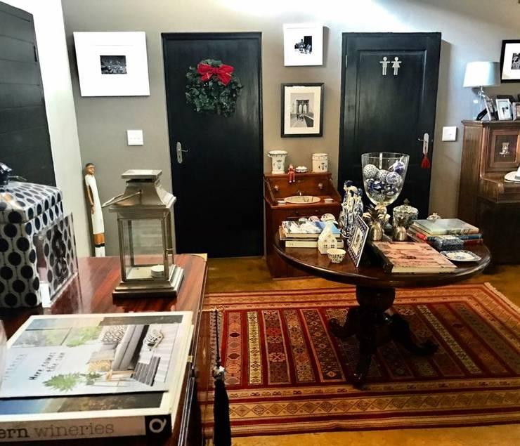 Residential Sandton:  Corridor & hallway by CS DESIGN