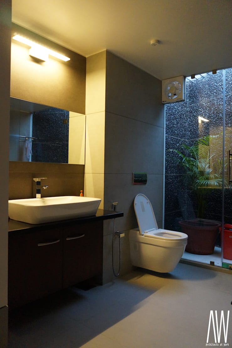 Residence of Brijesh Patel:  Bathroom by Architects at Work
