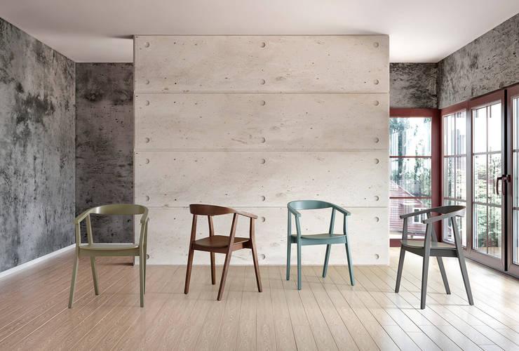 Sillas madera diseño nórdico minimalista: Comedor de estilo  de somcasa