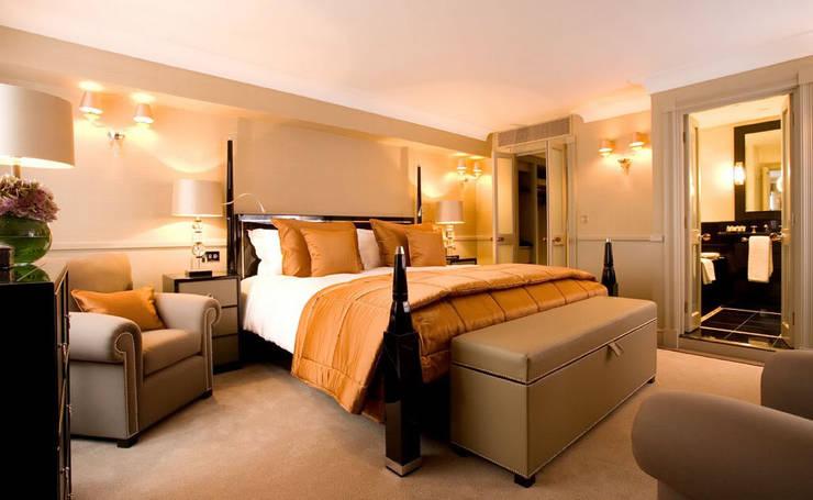 ห้องนอน Style American Classic:   by Marze Design