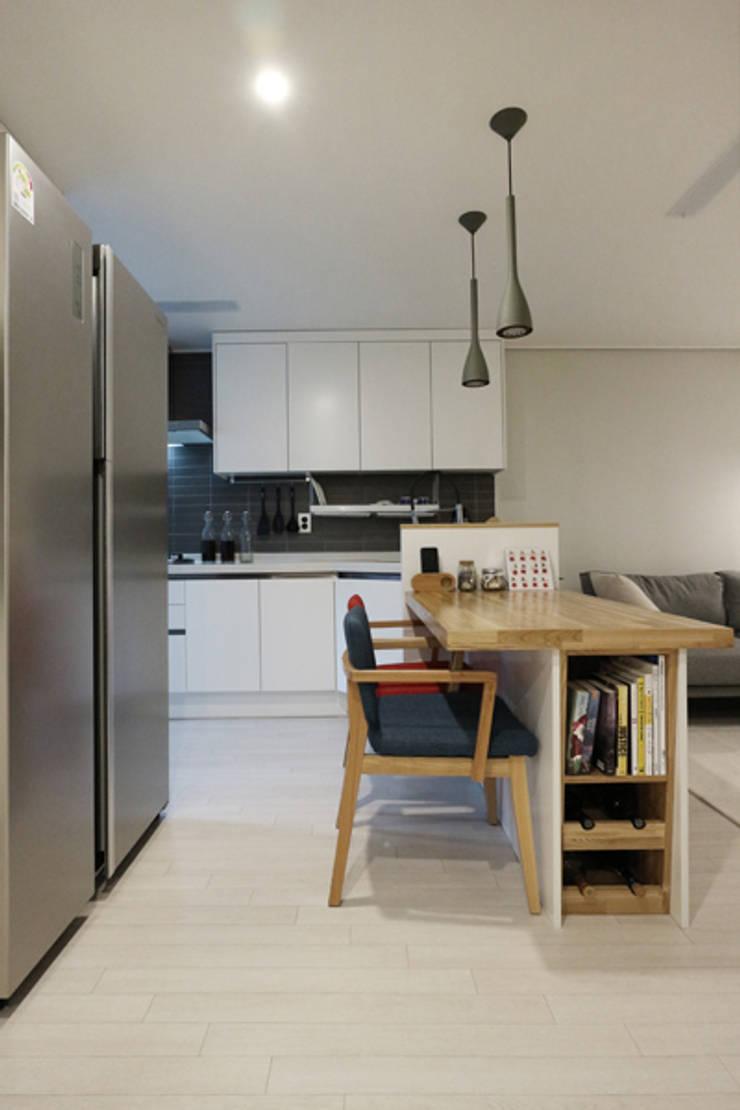 인천 만수동 만수주공아파트 4단지 아파트 인테리어: 알트원디자인스튜디오의  다이닝 룸
