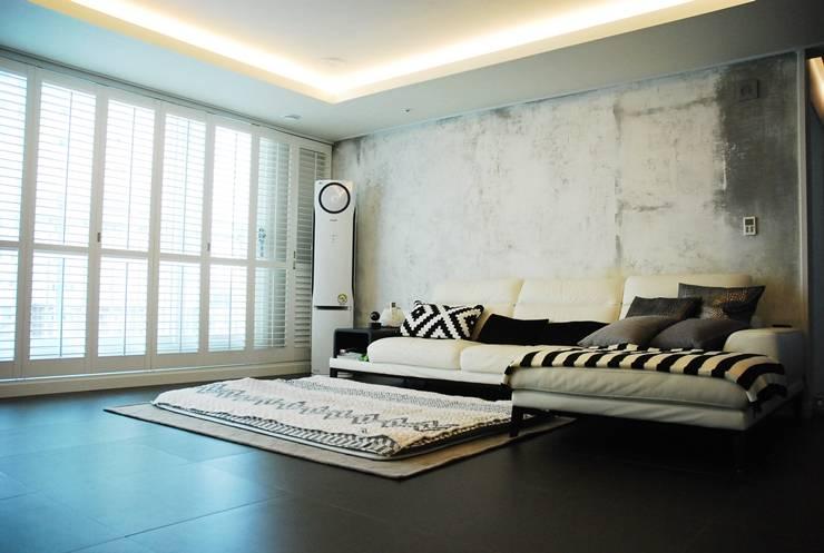 모던빈티지 세영 리셀 2차 아파트 34평형: 주식회사 큰깃의  거실