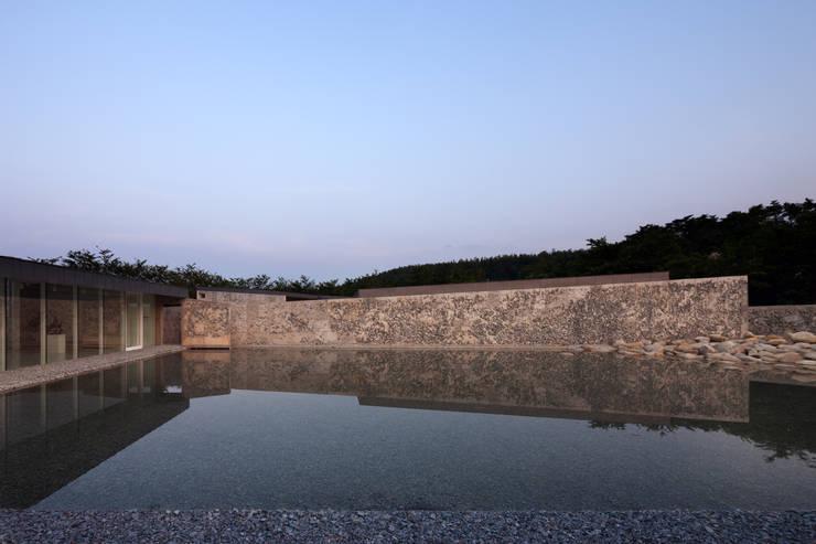 바우지움 BAUZIUM: 아르키움_김인철 (Archium)의  주택