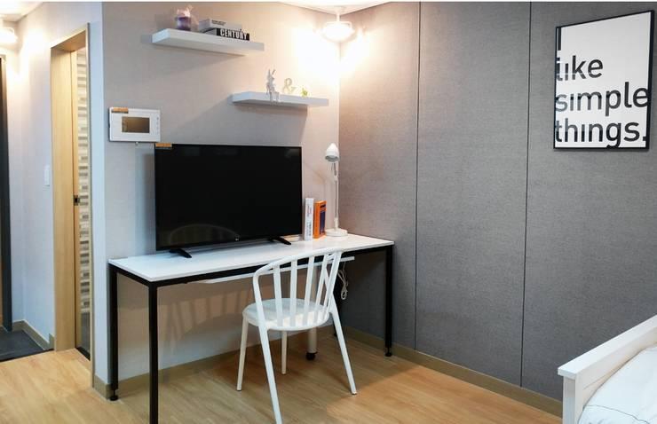 고양시 식사동 오피스텔 모델하우스 디스플레이 : 모린홈의  서재 & 사무실