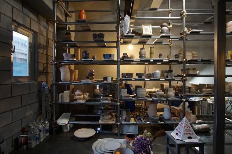 권재우 도자기공방: ZEROSQUARE의  상업 공간