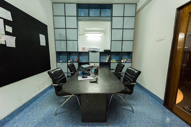 Sanchetna: modern Study/office by Ankit Goenka