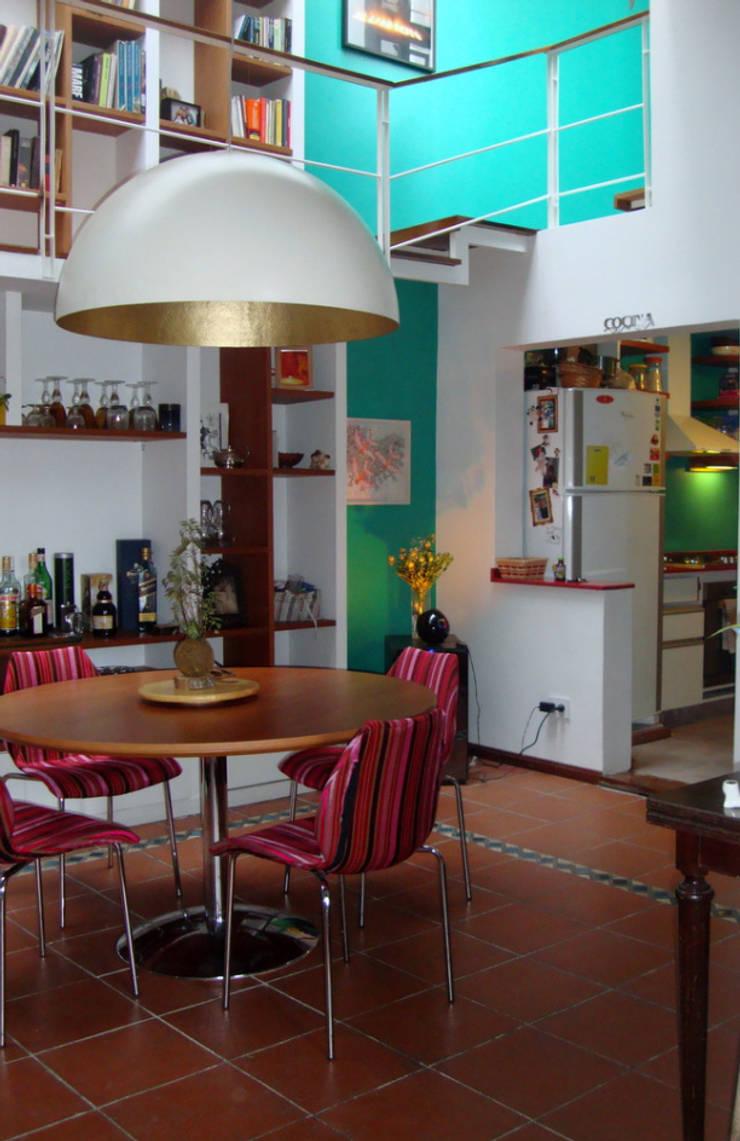 REMODELACION Y AMPLIACION PH EN PALERMO – BUENOS AIRES: Comedores de estilo  por Arquitecta MORIELLO,