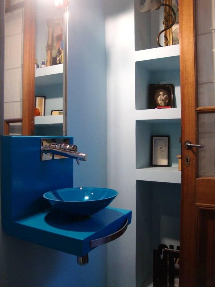 REMODELACION Y AMPLIACION PH EN PALERMO – BUENOS AIRES: Baños de estilo  por Arquitecta MORIELLO,