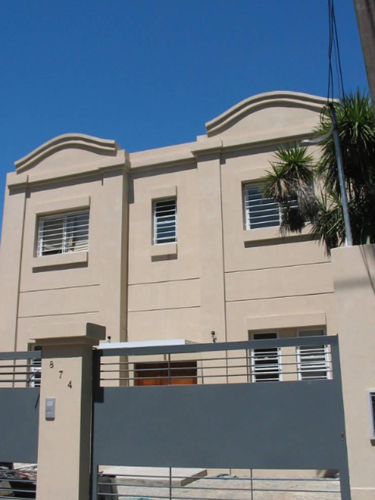 CONSTRUCCION CASA EN VICENTE LOPEZ, BUENOS AIRES: Casas de estilo  por Arquitecta MORIELLO
