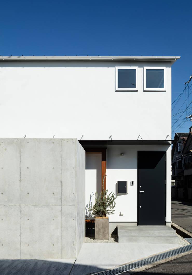 Casas de estilo  de coil松村一輝建設計事務所, Minimalista