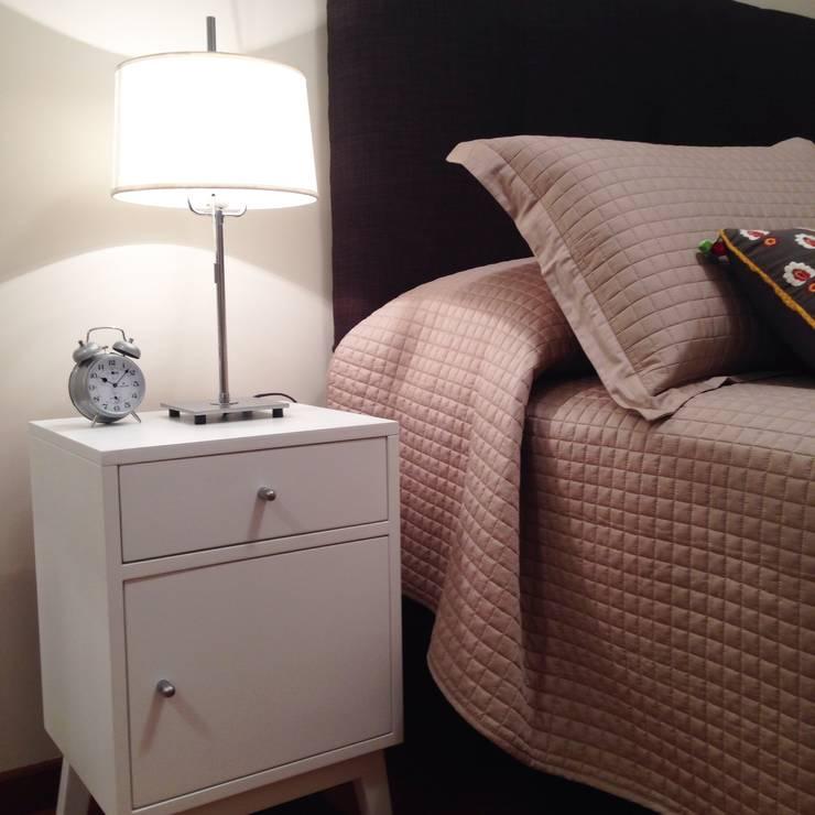 Diseño interior y Equipamiento departamento en Caballito: Dormitorios de estilo  por CLAMOR CASA Y DECO