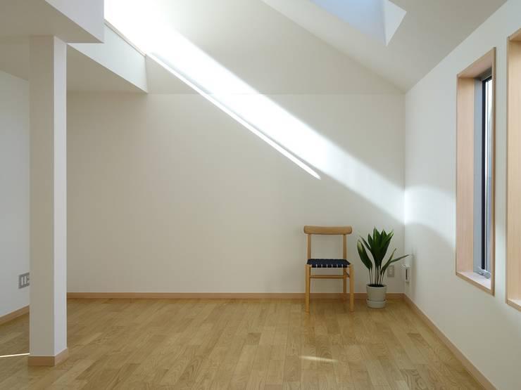 深沢の家: 小形徹*小形祐美子 プラス プロスペクトコッテージ 一級建築士事務所が手掛けたリビングです。