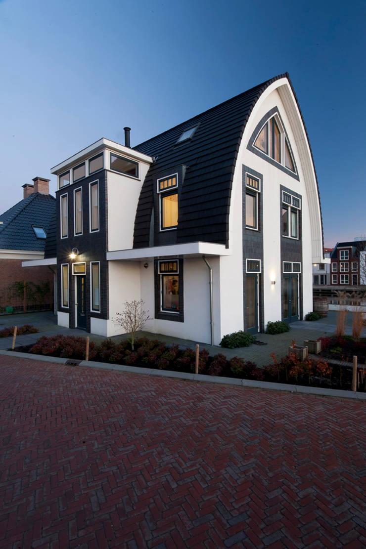 Villa Maarssen:  Huizen door ARK+, Modern