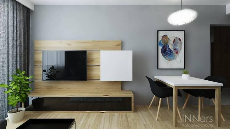 غرفة المعيشة تنفيذ INNers - architektura wnętrza